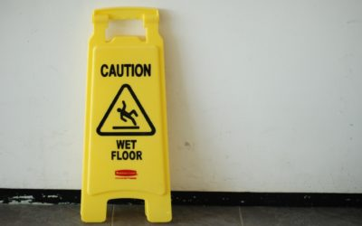 Hoe kan ik de vloer aanpassen om uitglijden te voorkomen?