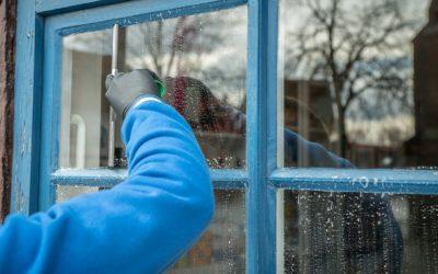 Wat is de beste manier om de ramen te wassen?